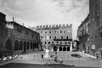 Verona Piazza dei Signori 1960