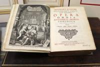 Opera omnia anatomico-medico-chirurgica. Huucusque edita quorum elenchus pagina seguenti exhibetur, cum figuris aeneis.